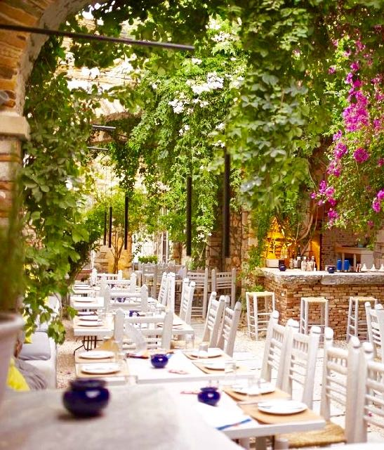 Image of Meze Mazi restaurant in Syros, Greece.